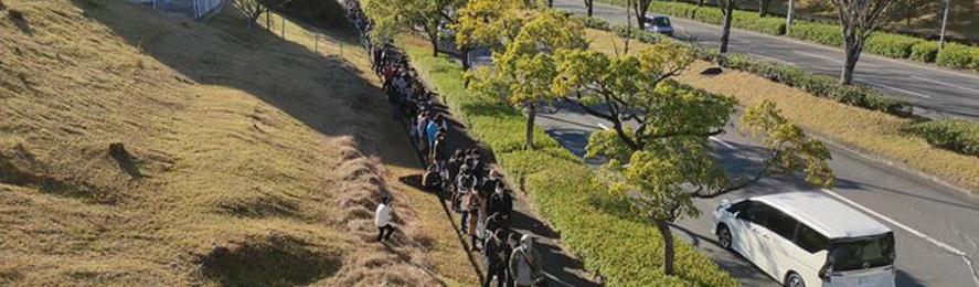 【画像】PS5を40台売るだけで大行列 昭和のドラクエ状態へ@えび通