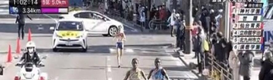 【動画】全国高校女子駅伝で、プリウスが選手を轢き殺しかける放送事故が発生!警察を振り切って強引に右折@はちま起稿